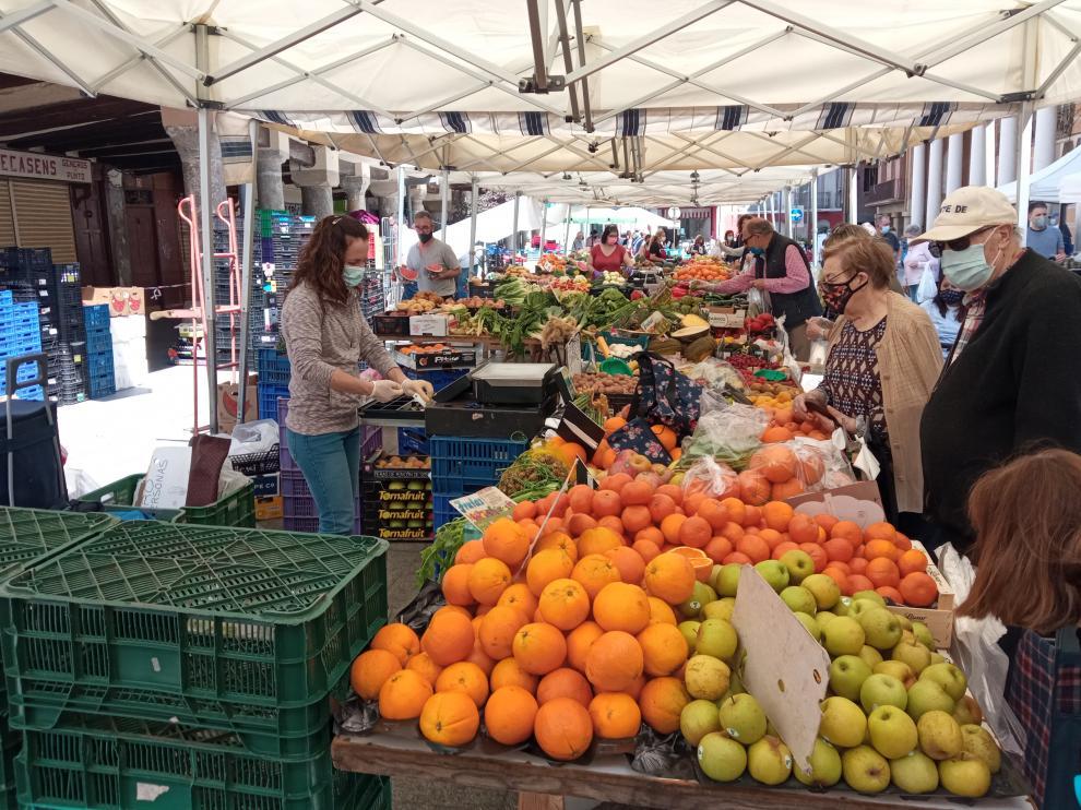 Los mercados de frutas y hortalizas han formado uno solo en Barbastro.