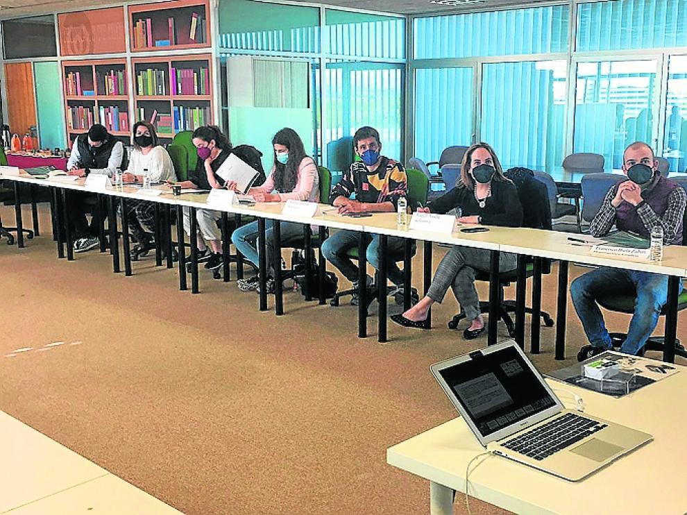 Reunión en la Sala Conexión de Walqa de los representantes de gestión de personas de las empresas del Foro Huesca Excelente.
