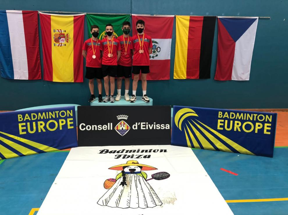 Los cuatro oscenses subieron a los podios.