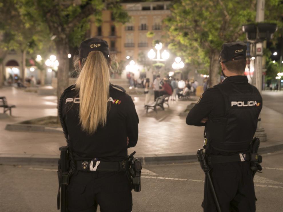 La presencia policial ha sido importante esta pasada noche para seguir velando por las normas anticovid.