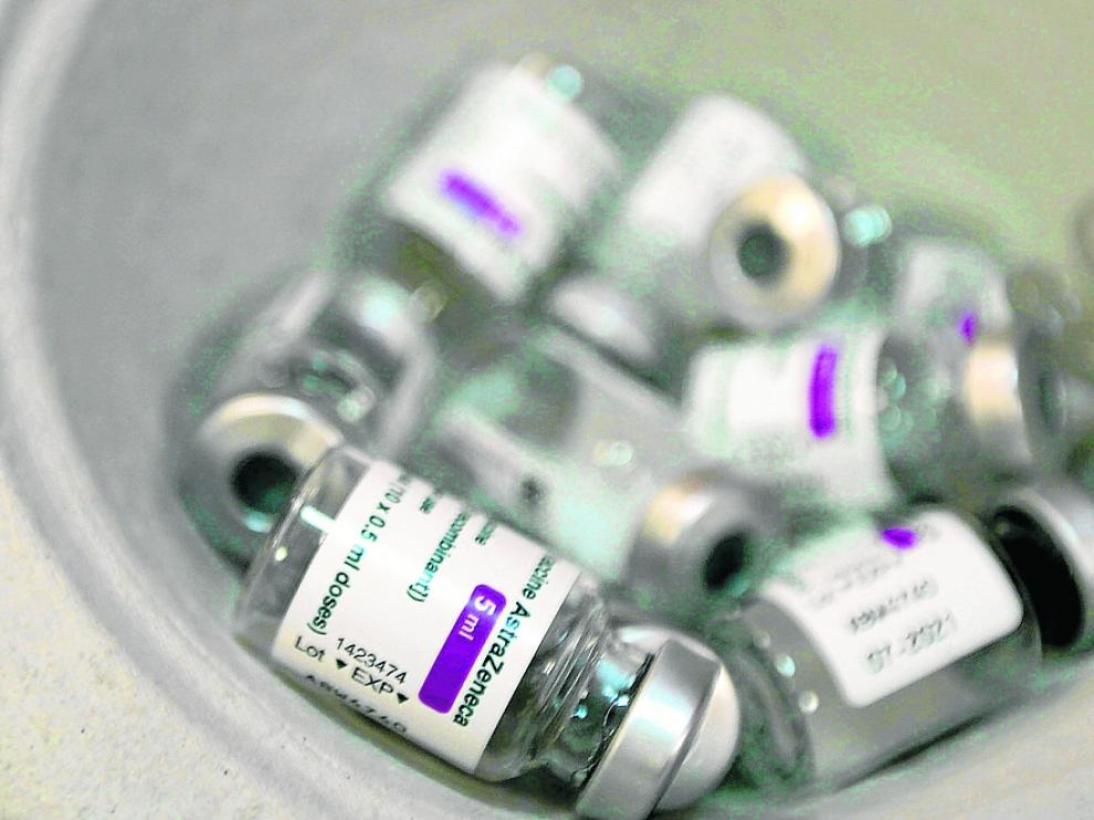 Viales de la vacuna de AstraZeneca una vez administrado el fármaco.