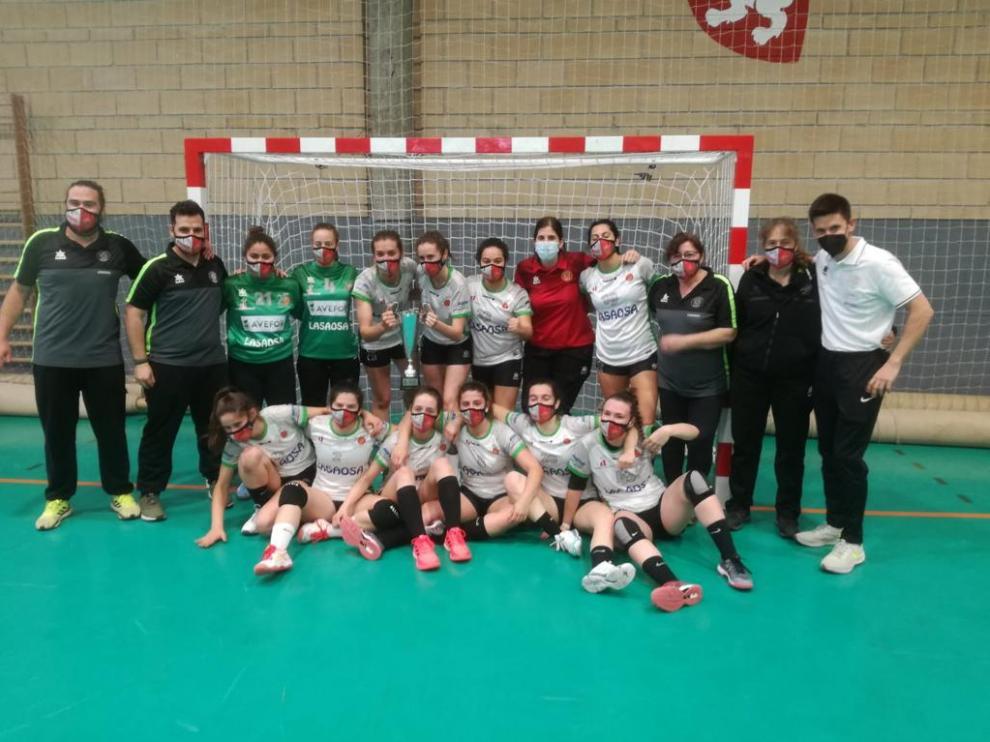 El Lasaosa BM. Huesca, con el trofeo de subcampeón