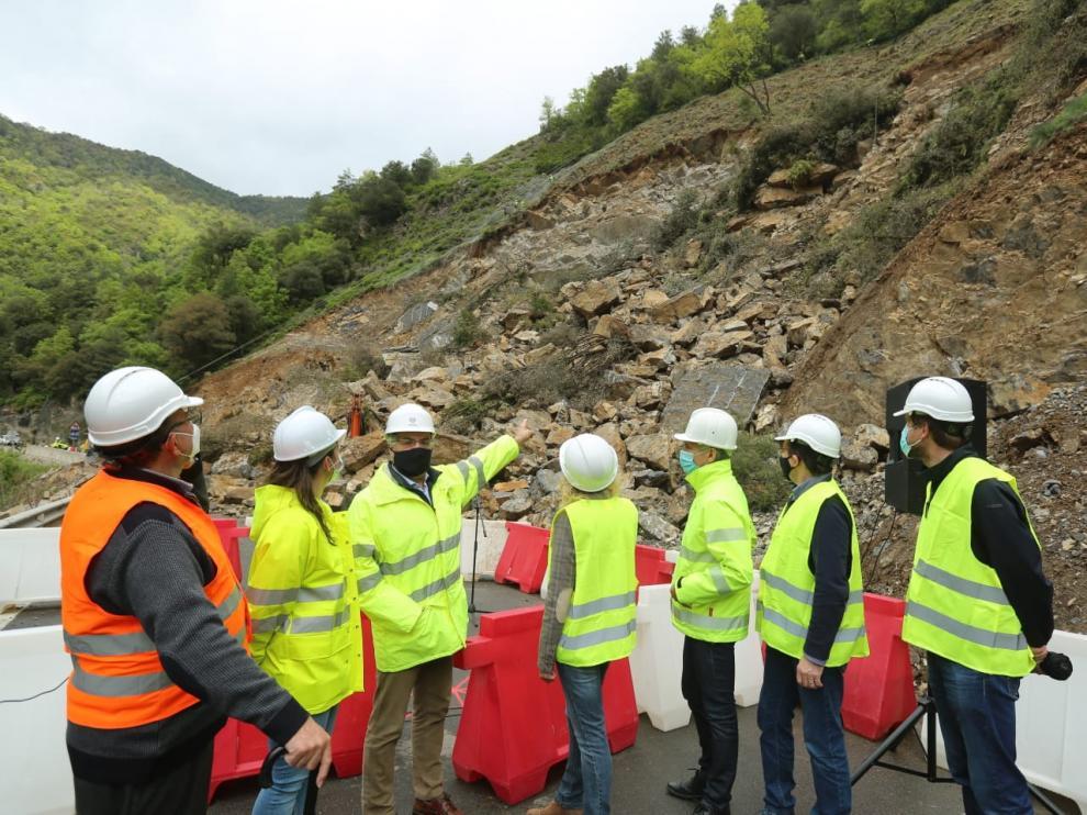 La caída de roca afecta a las obras en este tramo.
