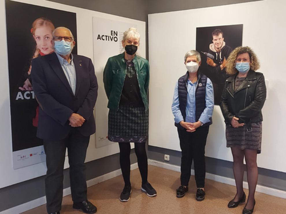 Eloy Torre, Marta Peña, María Jesús Acín y Marisa Morillo, en la apertura de la exposición.
