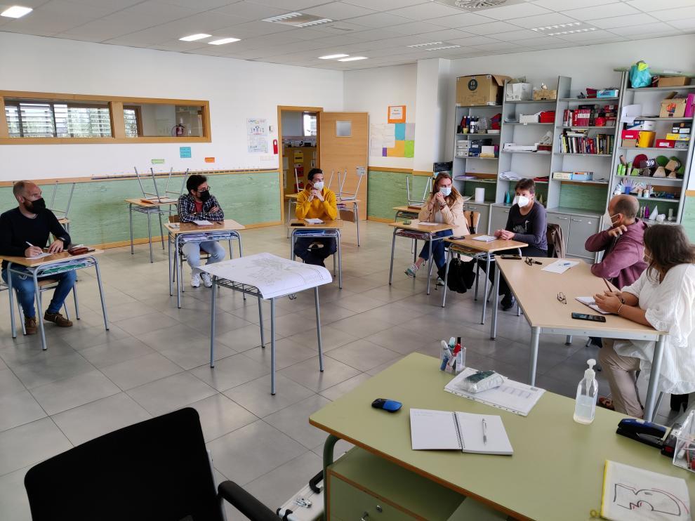 Reunión con la comunidad educativa de Mor de Fuentes