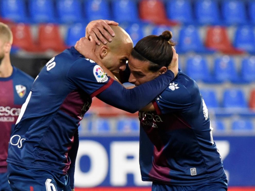 Celebración del Huesca del gol de Sandro Ramírez