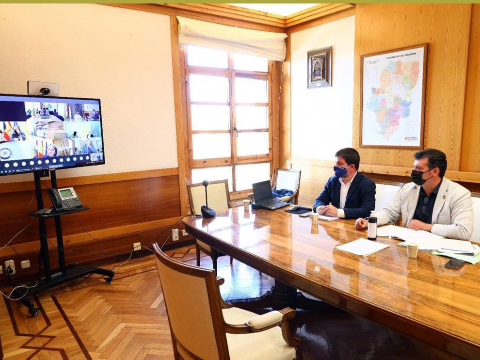 El Comisionado del Gobierno de Aragón para la lucha contra la despoblación, Javier Allué, y el director general de Ordenación del Territorio, José Manuel Salvador, en la Conferencia Sectorial del Reto Demográfica.
