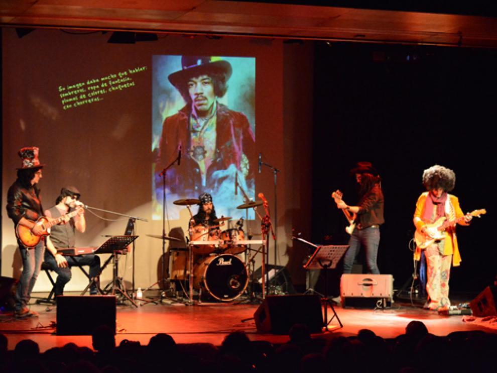 Los profesores de la escuela de música moderna Mumo caracterizados como celebridades del rock.