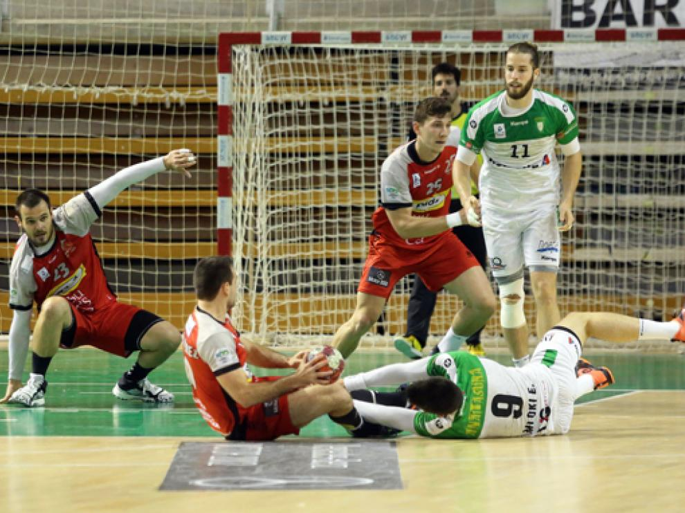 El partido tuvo máxima tensión, dureza y entrega por parte de ambos equipos.
