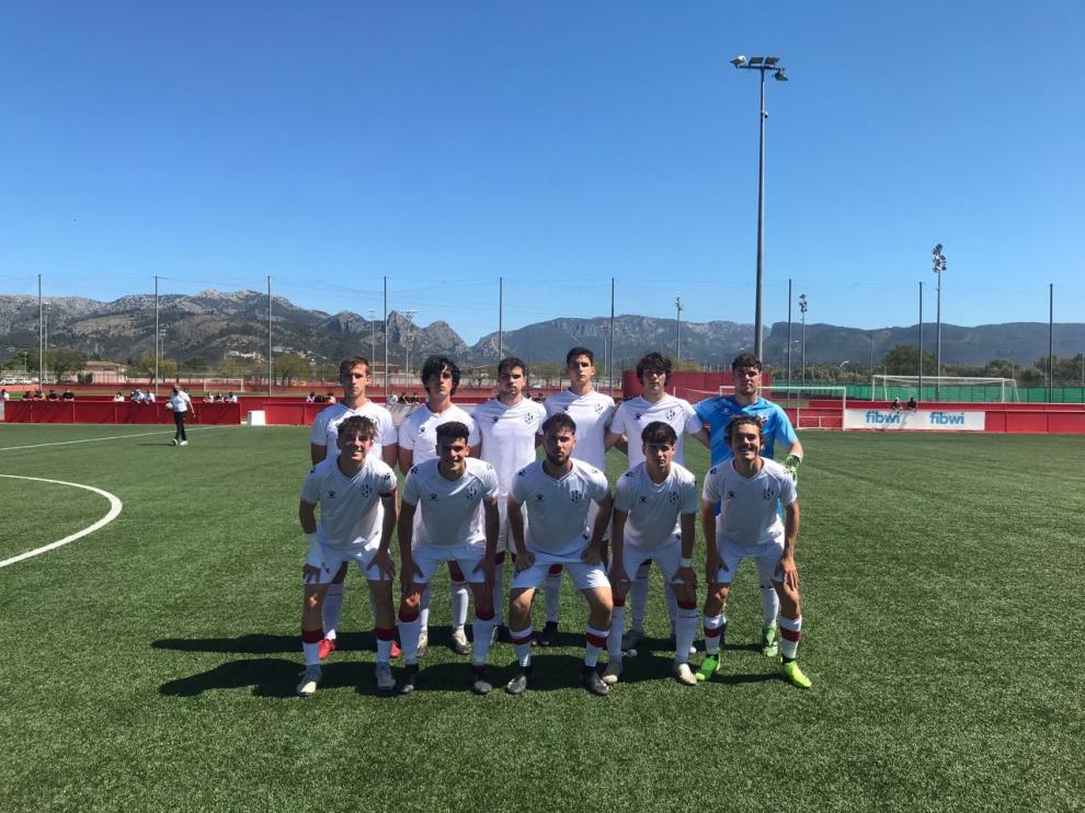 Equipo inicial que presentó el Huesca en el campo del San Francisco.