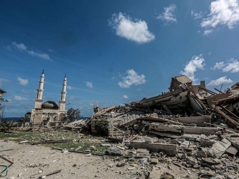Derrumbes provocados por un ataque aéreo israelí esta mañana, en medio de la escalada de violencia israelí-palestina.