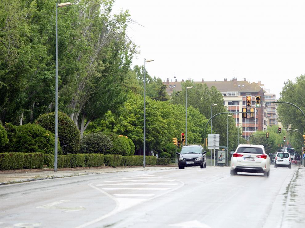 Vista del vial central de la avenida Martínez de Velasco.