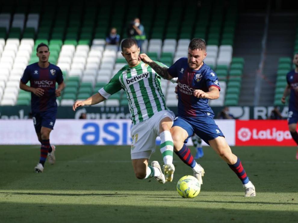 Imagen de Javi Galán durante el partido ante el Betis.