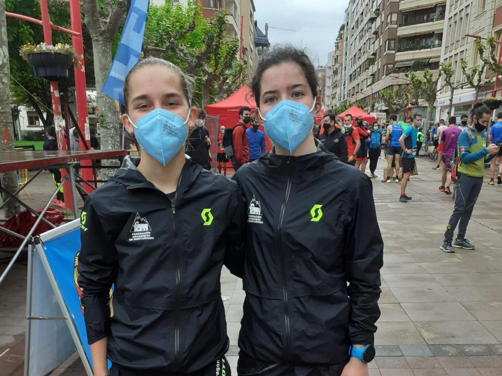 Las juveniles Inés González y Carrodilla Cabestre, en la meta de Miranda.