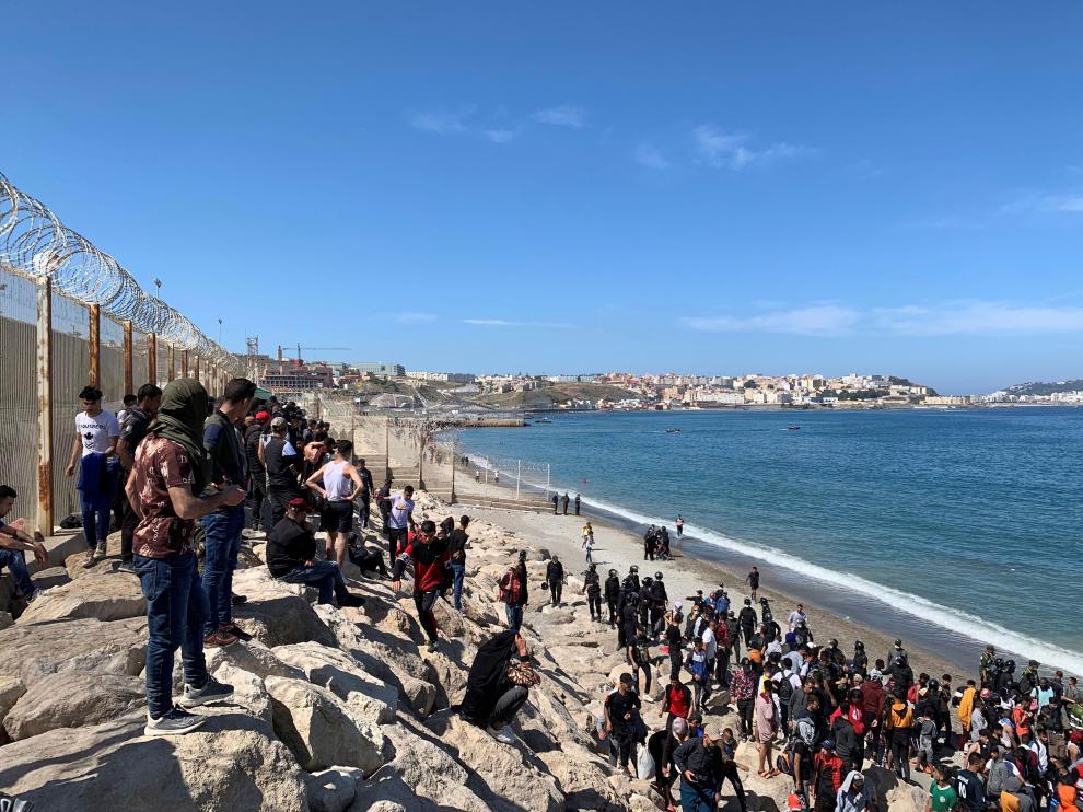 Miles de personas han intentado desde este lunes entrar de forma ilegal a Ceuta.