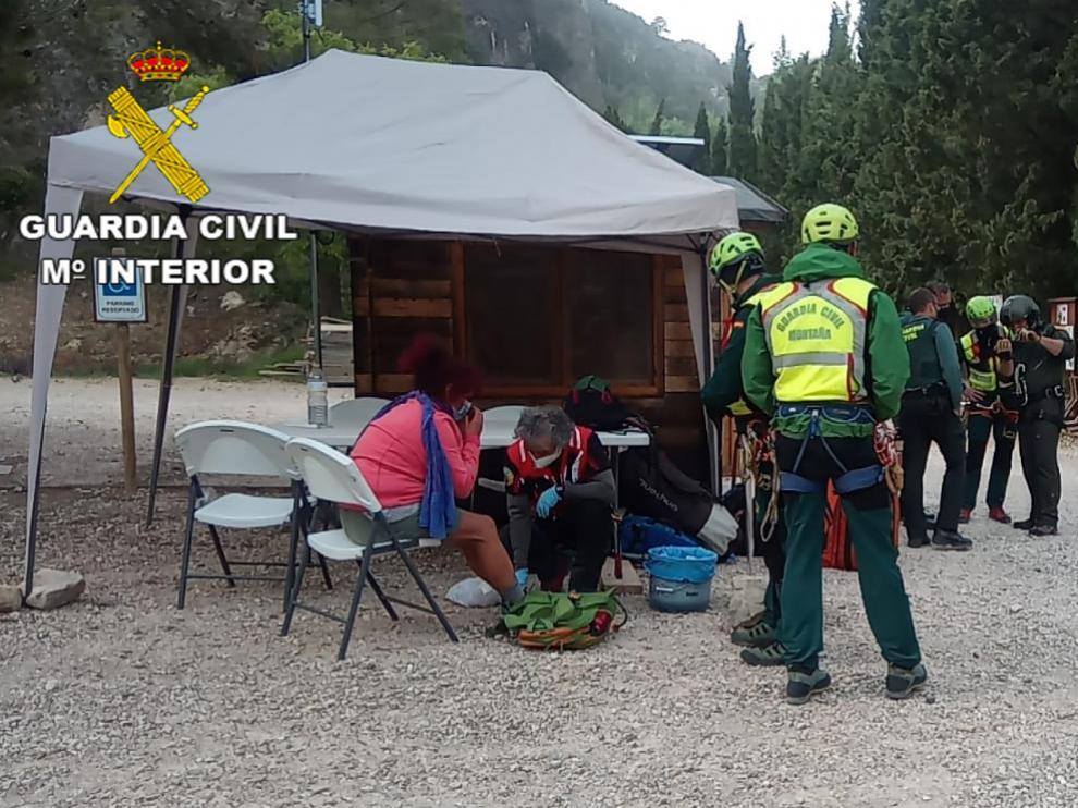 La Guardia Civil durante el rescate a la senderista.