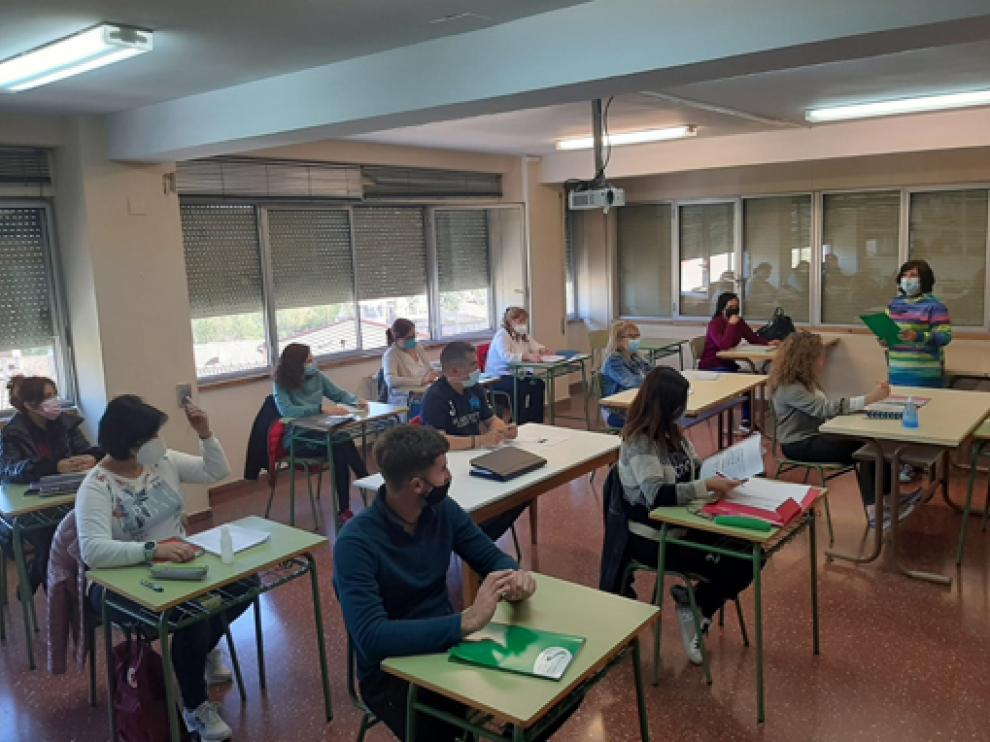 Alumnos que siguen la formación para obtener del Certificado de Mediación Comunitaria.