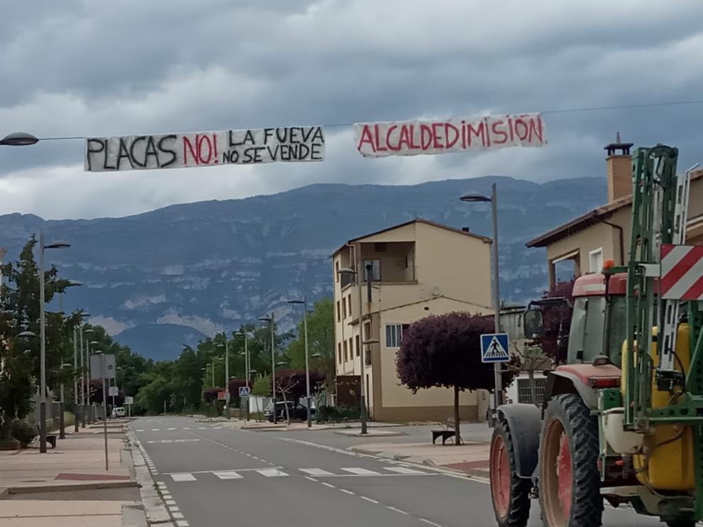 Pancartas en contra de los proyectos de parques solares en La Fueva.