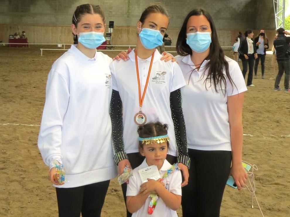 El equipo de volteo de Hípica Nuestra Señora de Salas en la competición madrileña.