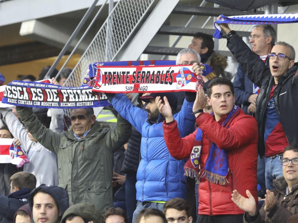 La afición del Huesca, volcada con el equipo.