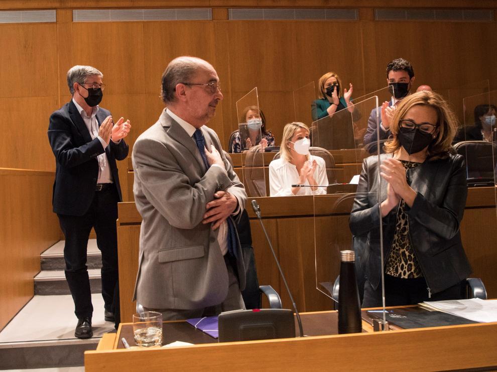 Lambán ha agradecido al resto de diputados su apoyo ante su próxima intervención.