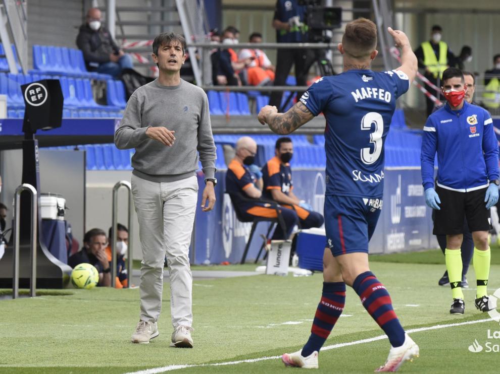 Pacheta da instrucciones durante el partido ante el Valencia