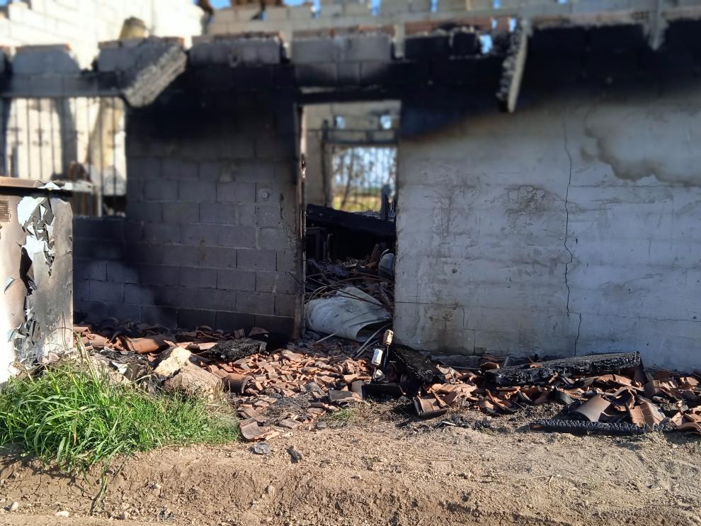 Imagen de la caseta quemada en Sariñena