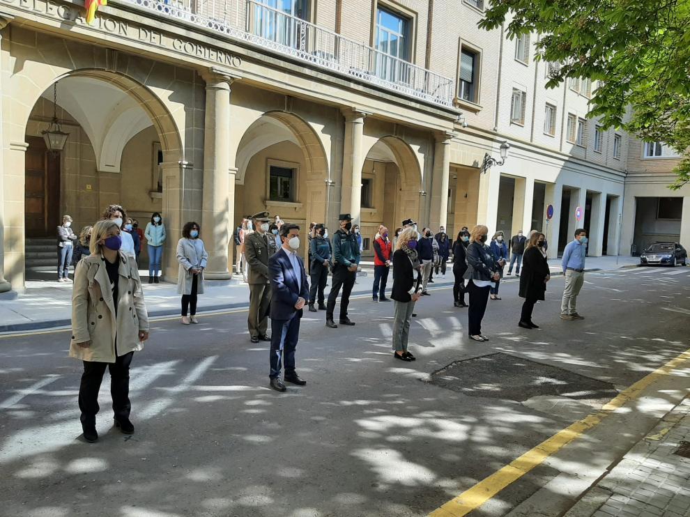 Minuto de silencio frente a la Subdelegación del Gobierno en Huesca