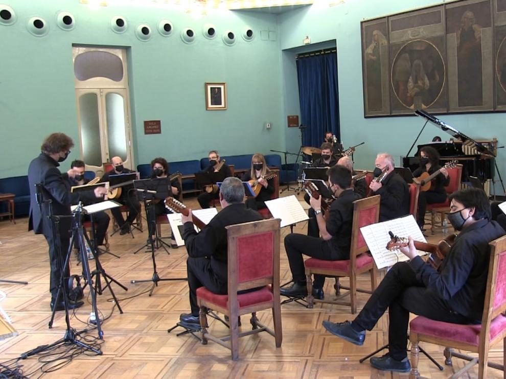 Imagen del concierto que Atenea grabó en fechas pasadas en el Salón Azul del Casino Oscense.
