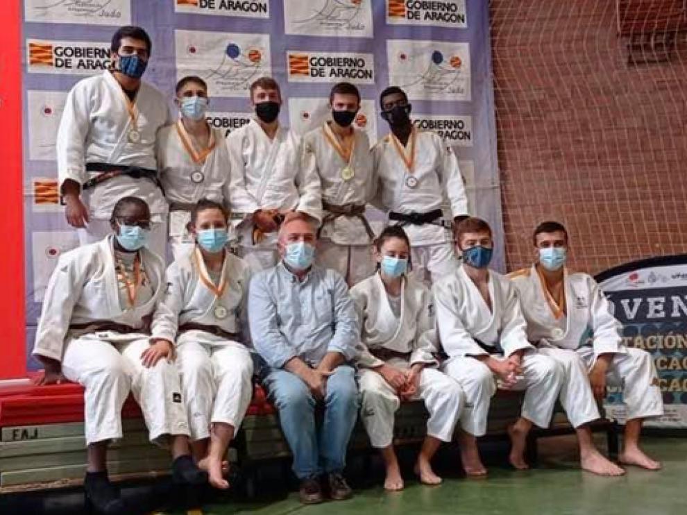 Componentes del Judo Binéfar en el Autonómico Junior