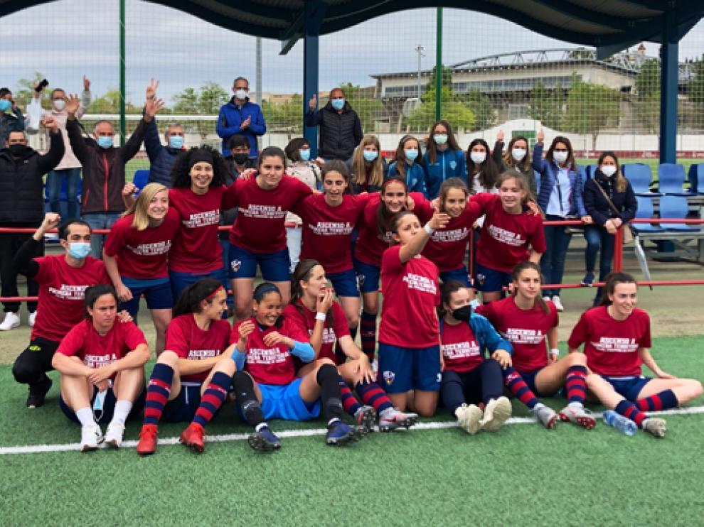 El Huesca festejó su ascenso a Primera con una goleada en casa ante El Gancho.