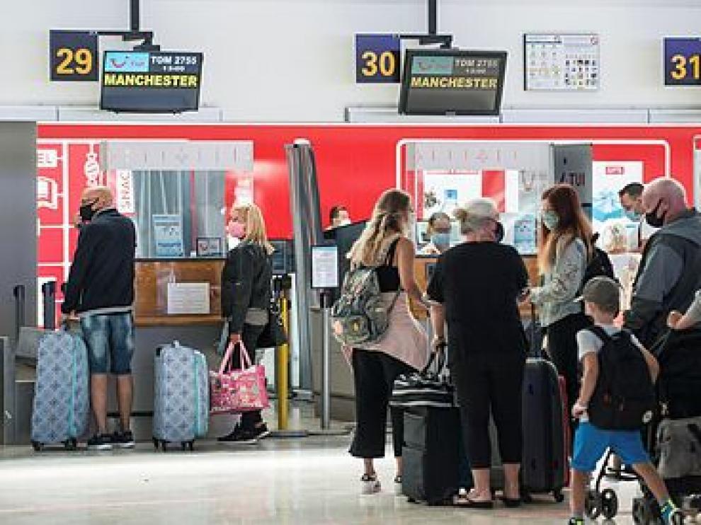 Turistas británicos de regreso desde Lanzarote