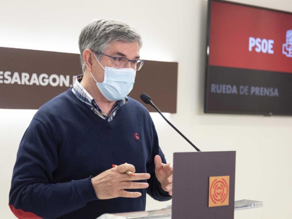 El portavoz socialista en las Cortes de Aragón, Vicente Guillén, este martes en rueda de prensa.
