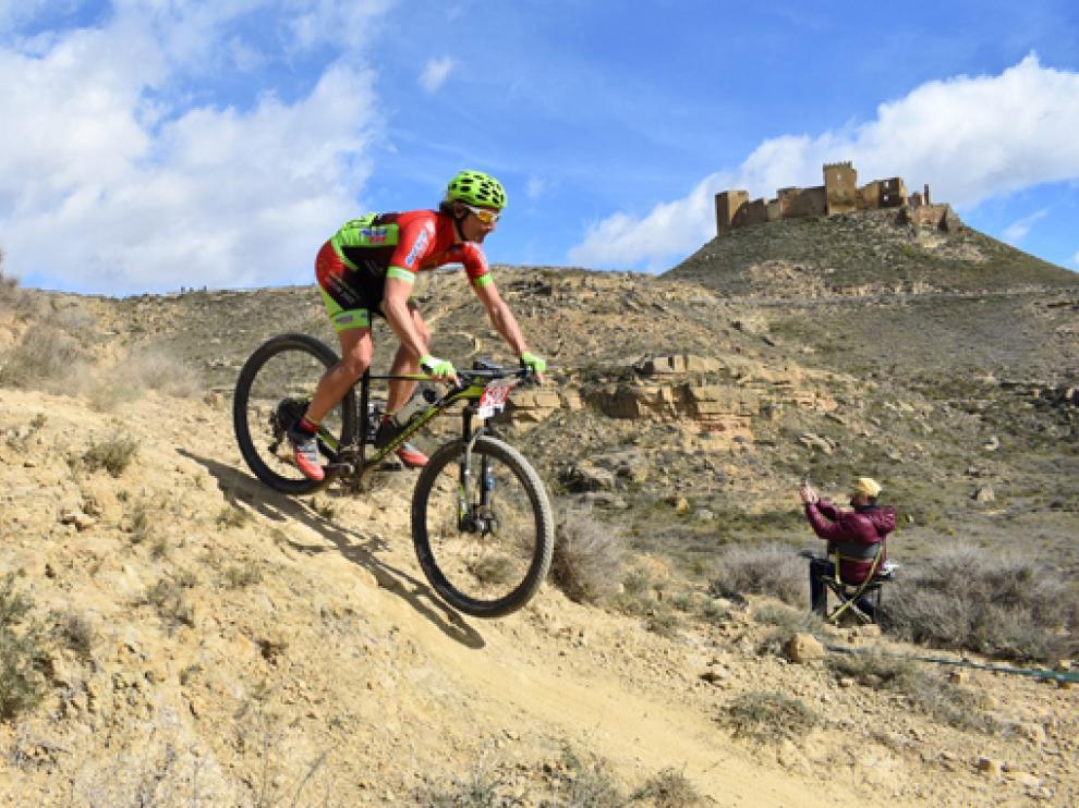 Jorge Bajá, con la bicicleta que le fue sustraída el pasado fin de semana.