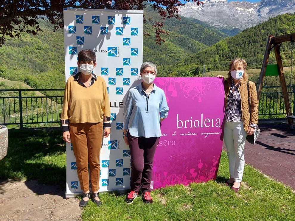 Lourdes Arruebo, María Jesús Acín e Isabel Manglano han presentado Brioleta.