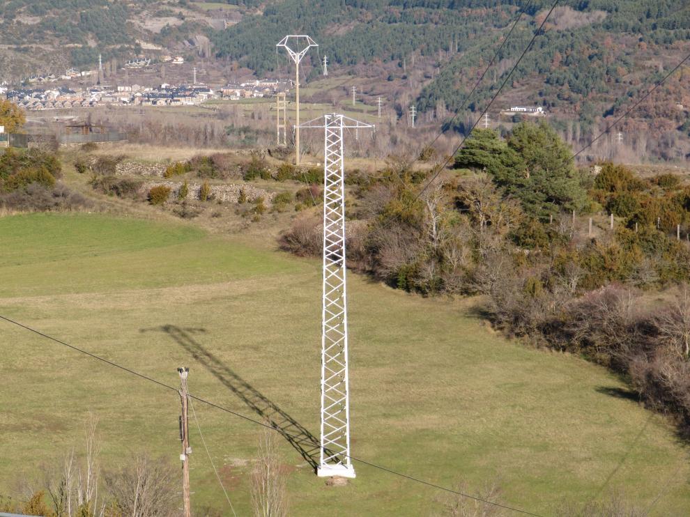Un informe de la AIE recomienda aumentar las capacidades de intercambio eléctrico con Francia.