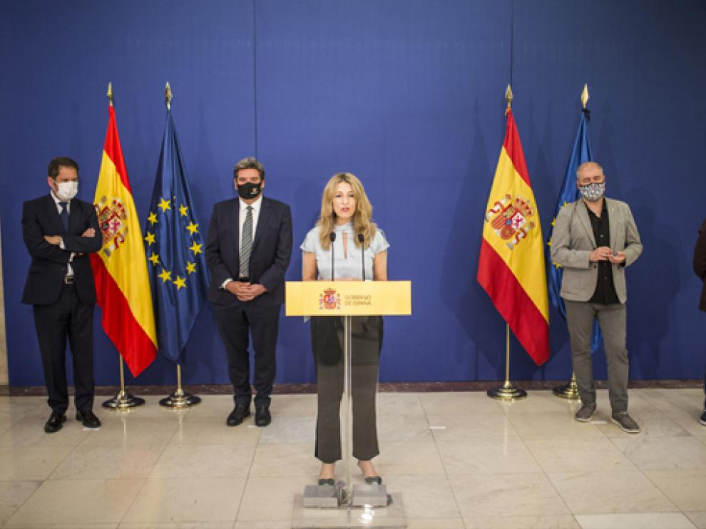 Díaz, en primer plano, durante el acto de firma del acuerdo.