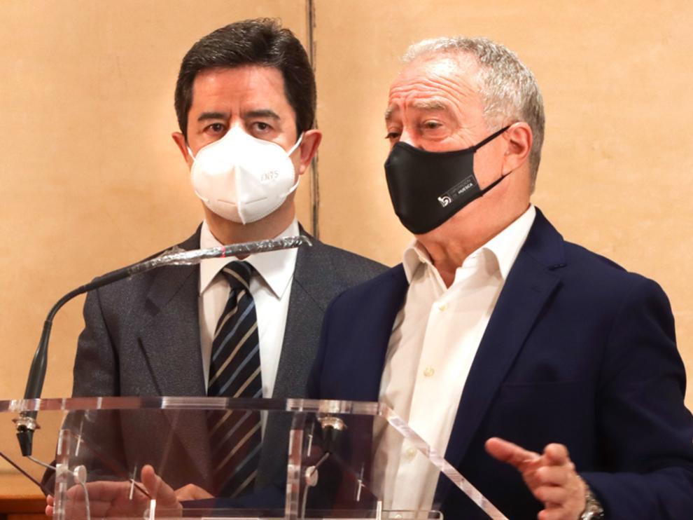 Luis Felipe, alcalde de Huesca y Miguel Gracia, presidente de la DPH