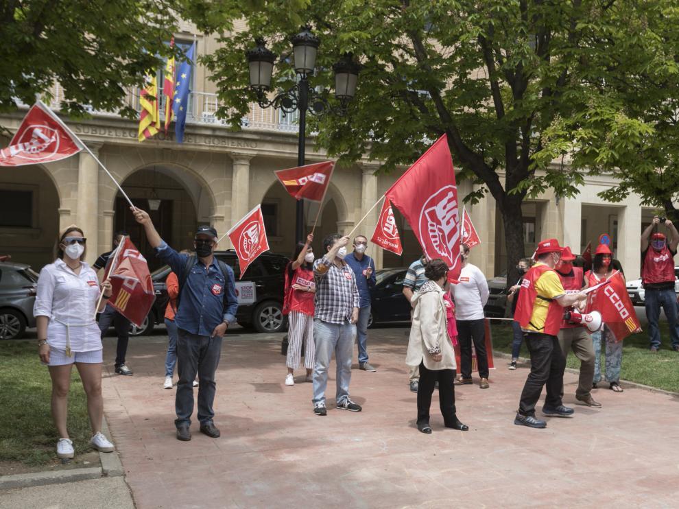 Miembros de ambos sindicatos durante la concentración