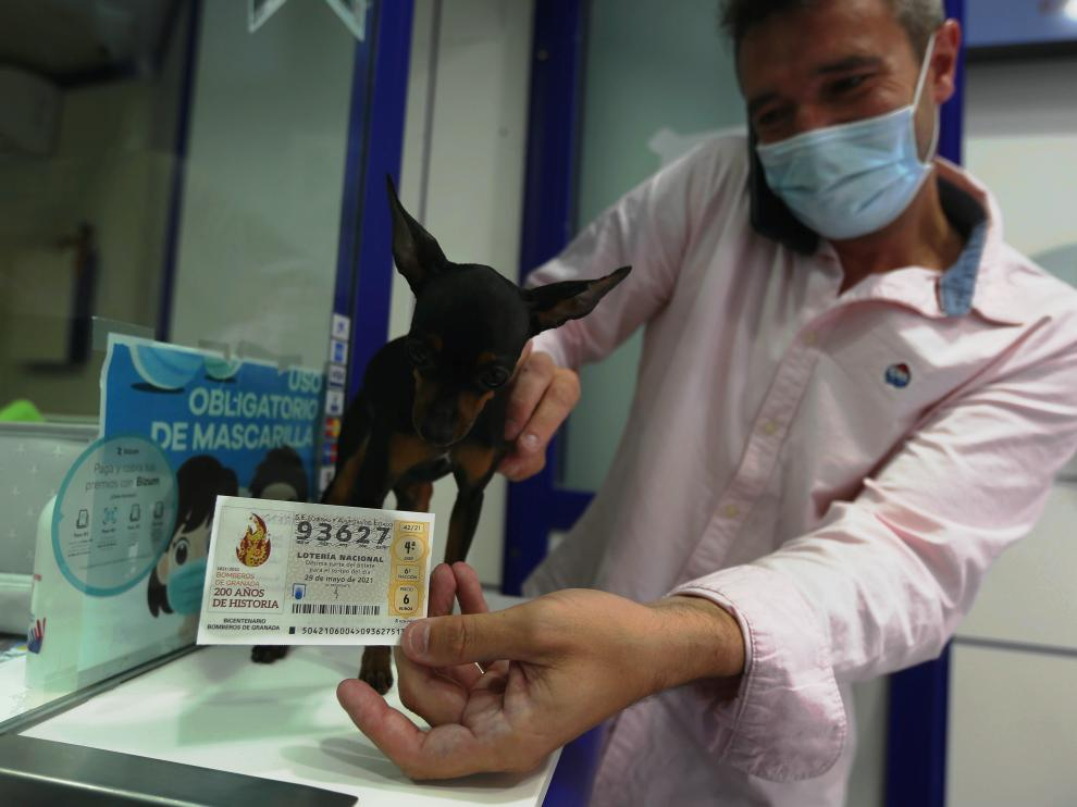 segundo premio loteria nacionaladministracion san lorenzo con su mascota que da suerte 29 - 5 - 21 foto pablo segura