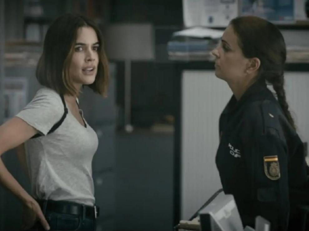 Adriana Ugarte es la policía Isabel Mora en la serie Parot.