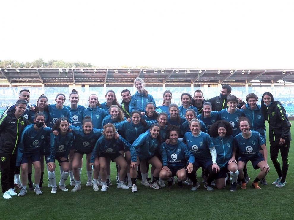 El equipo femenino del Huesca, el pasado miércoles en El Alcoraz.