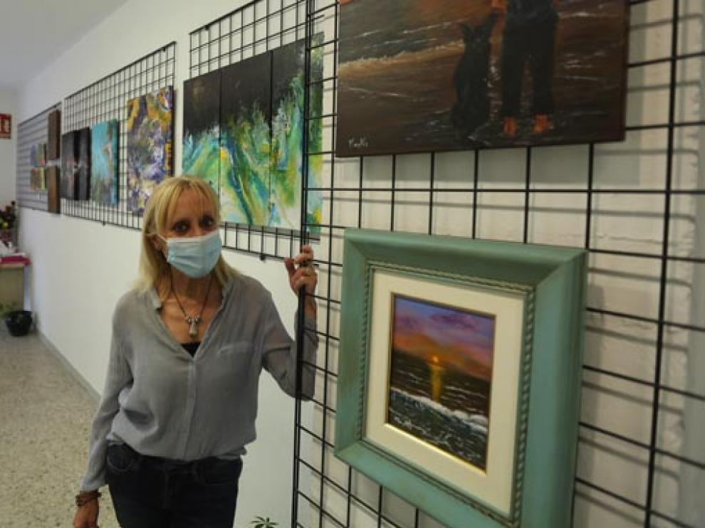 La pintora Juana Mayayo transmite en esta muestra sosiego con sus cuadros de paisajes e inquietud con los abstractos.