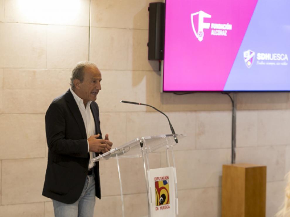 Petón fue uno de los encargados de presentar el proyecto de la Escuela.