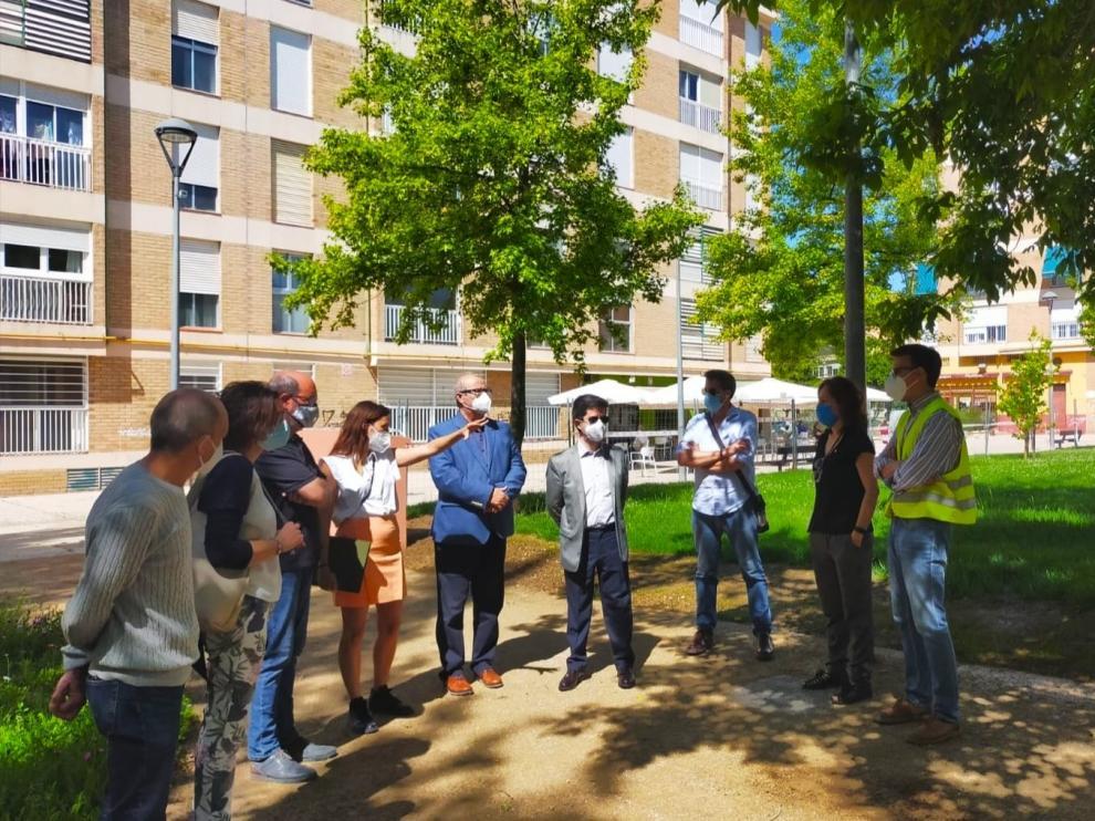 El alcalde de Huesca, Luis Felipe, ha visitado el parque este miércoles por la mañana junto a los técnicos responsables.
