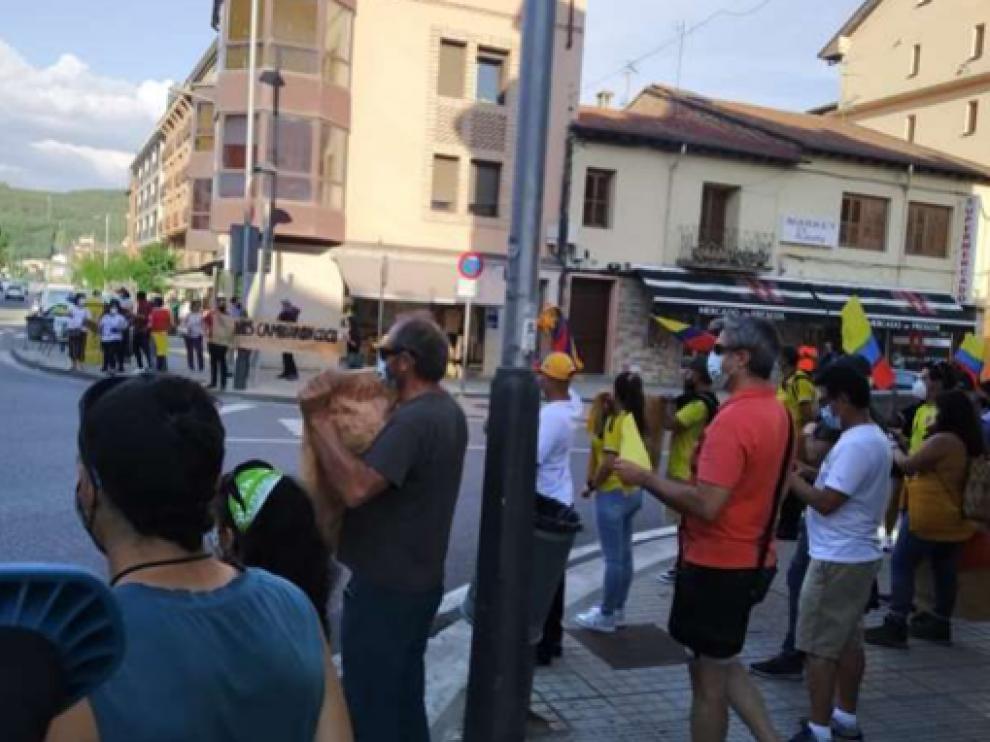 Manifestación en Aínsa en apoyo al pueblo colombiano durante la tarde del pasado lunes.