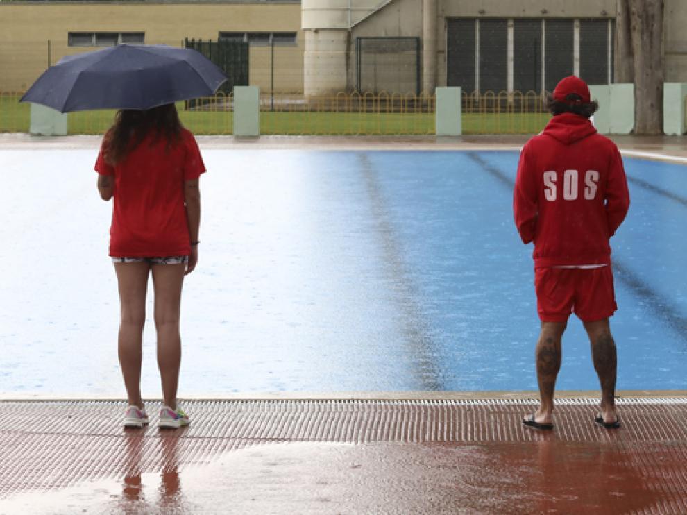 Primer día de la temporada de verano de la piscina San Jorge