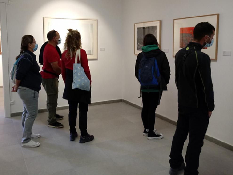 Público en el Centro de Arte Contemporáneo de Aínsa