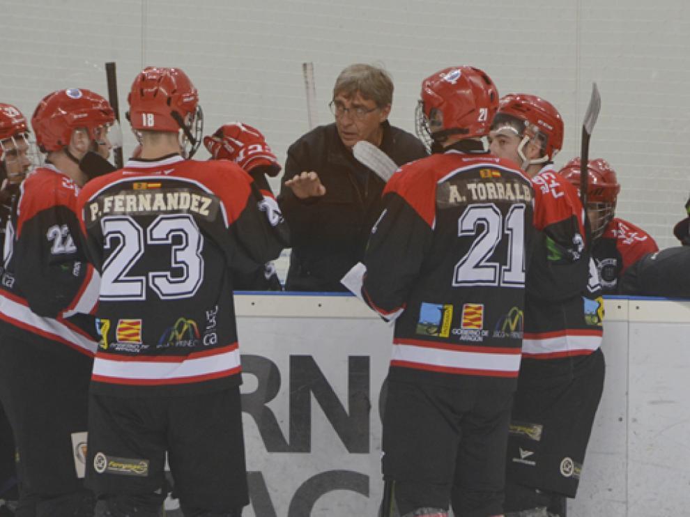 Zemchenko, durante un tiempo muerto de esta temporada en la pista de hielo jaquesa.