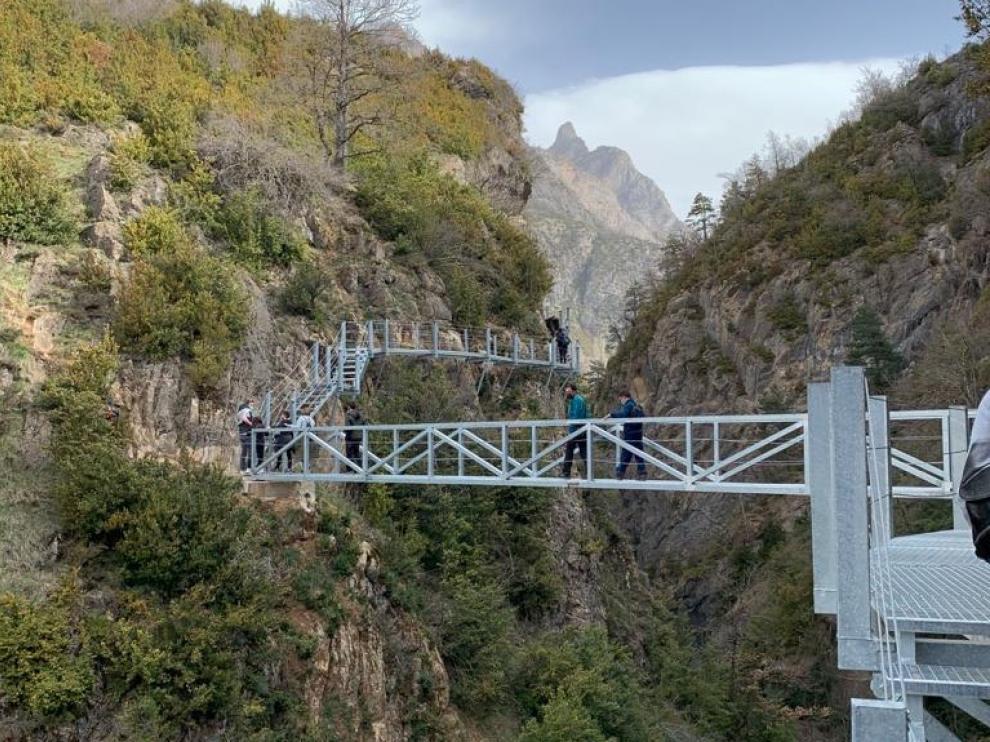 Las pasarelas de Panticosa sobre el río Caldarés han tenido una buena acogida.